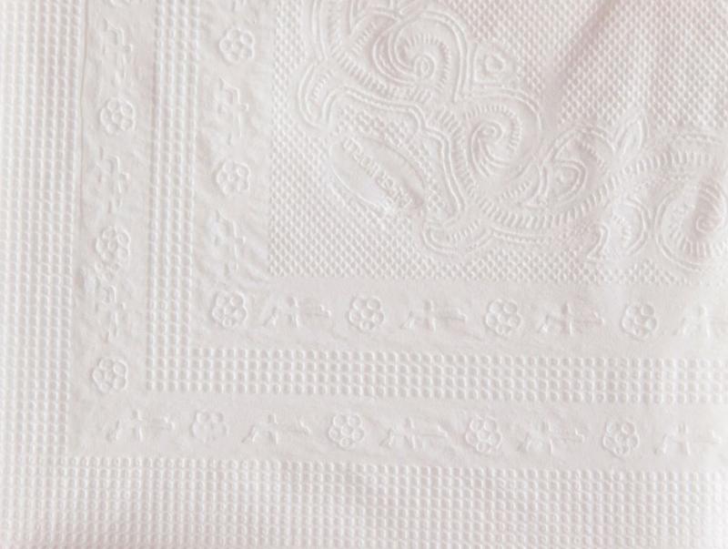 Khăn giấy lau tay napkin roto với hoa văn dập nổi giúp giấy xốp hơn