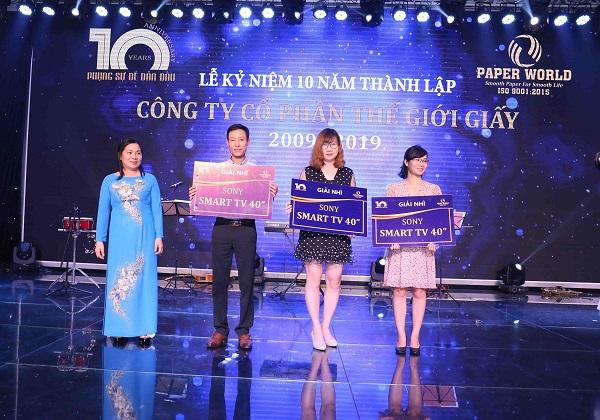 3 giải Nhì được trao tặng đến 3 vị khách hàng tại sự kiện