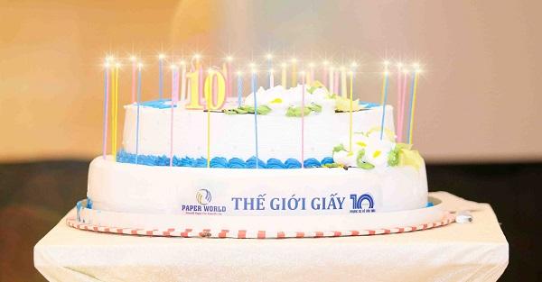 Bánh sinh nhật sự kiện 10 năm Thế Giới Giấy