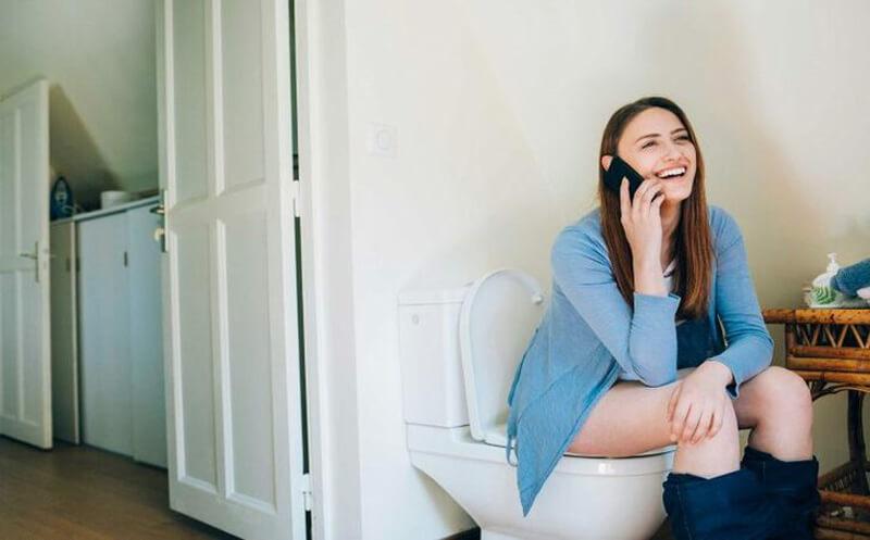 Ngồi quá lâu trong nhà vệ sinh
