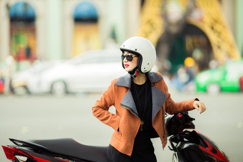 Đội mũ bảo hiểm khi đi du lịch Đông Nam Á