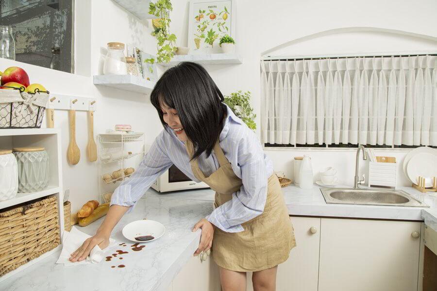 Khăn giấy đa năng roto eco 20-2 sử dụng tiện ích trong bếp